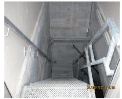103 Trapp til basseng via trappehus. Sklisikre trinn og rekkverk